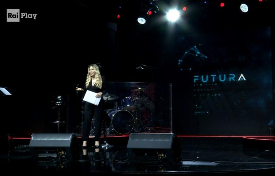 "Carolina Rey conduce ""FUTURA"""